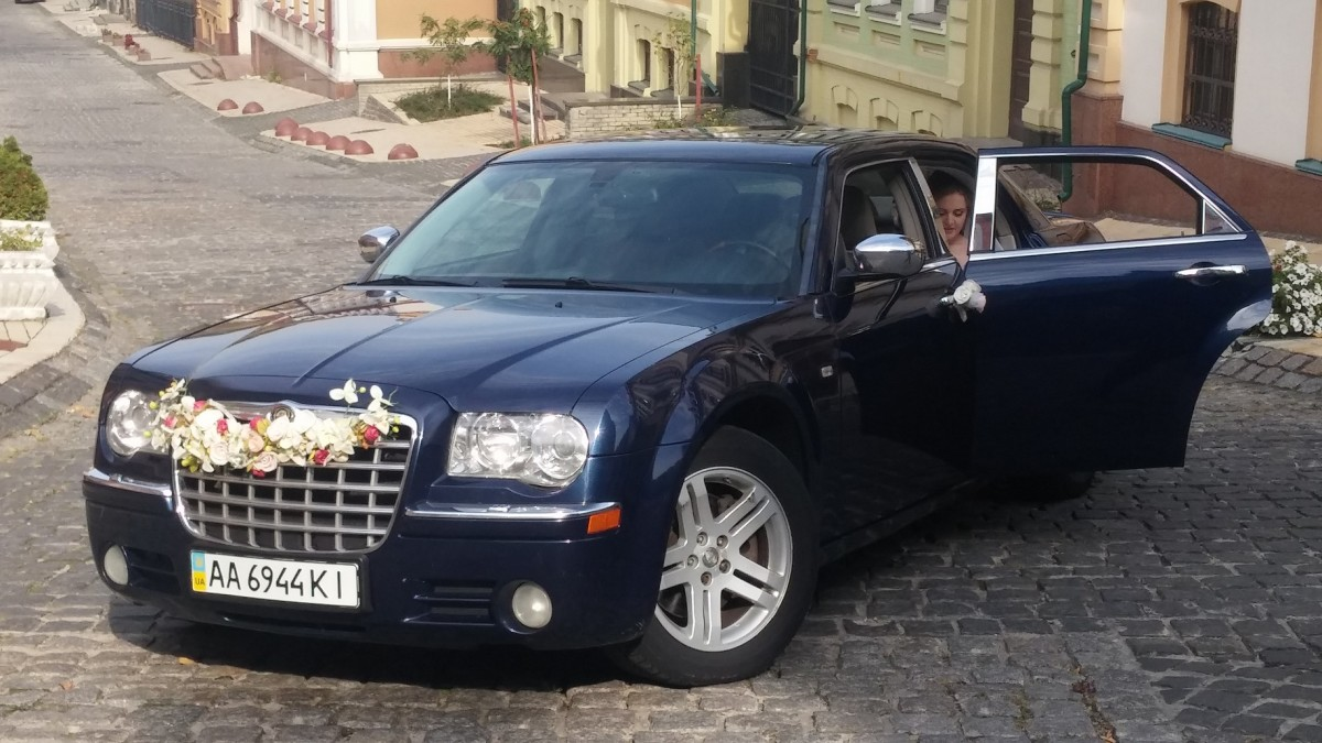 Фото chrysler 300c